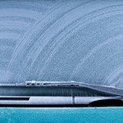 Parabrezza ghiacciato: l'incubo di ogni automobilista