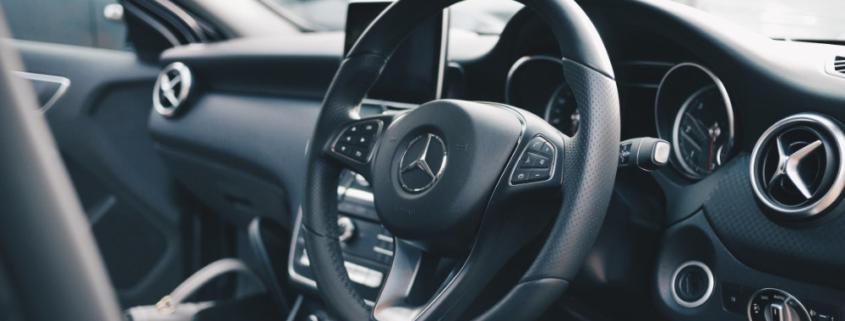 Lo staff di Carrozzeria Crippa è altamente qualificato per la riparazione delle auto dotate delle più recenti tecnologie